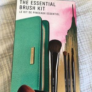 NIB Essential Brush Kit 5 Piece Set- BOBBI BROWN